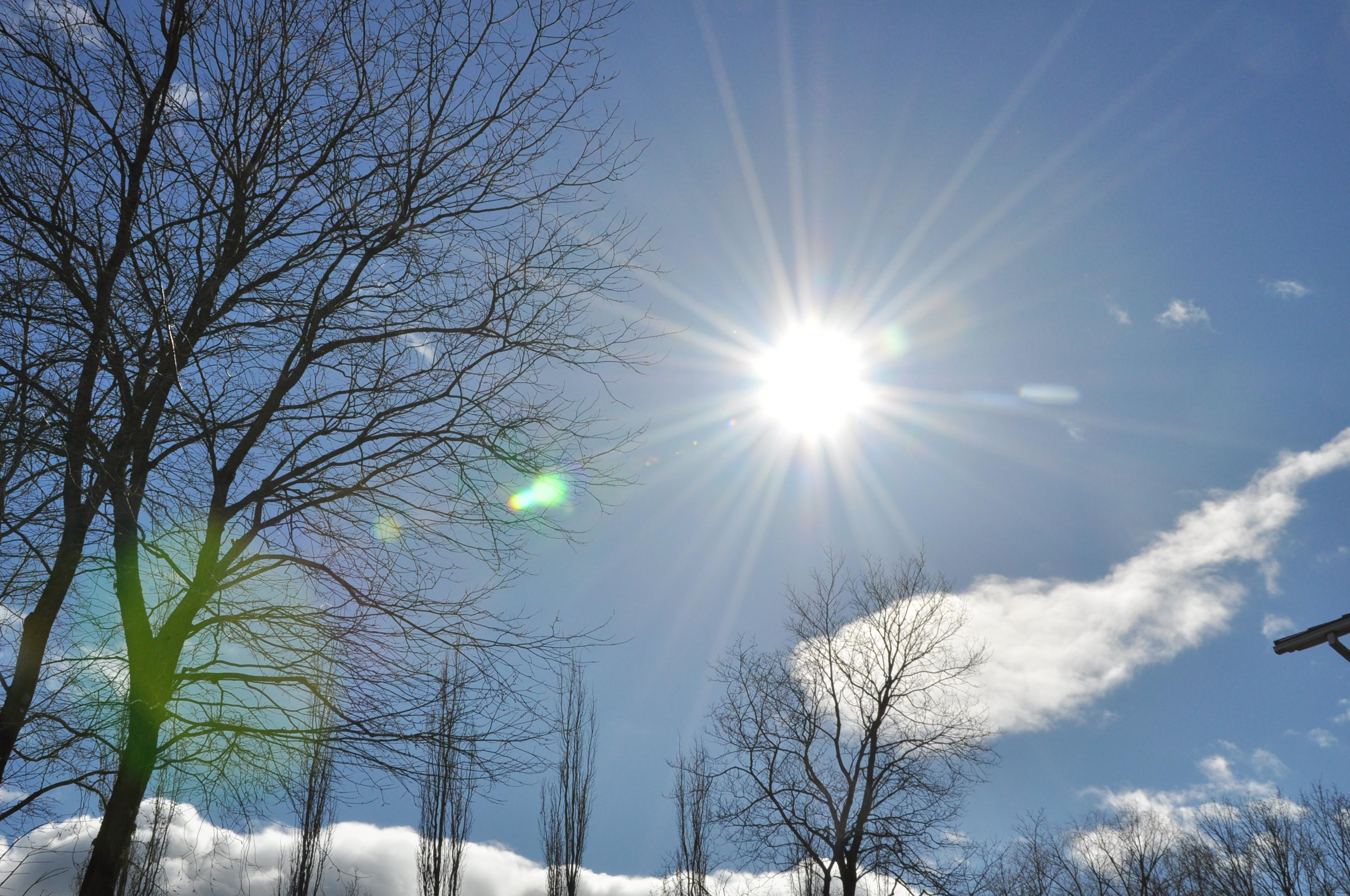 Solen lyser lika starkt