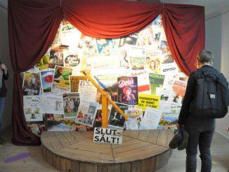 """Man kan också titta in """"backstage"""" på utställlningen. Foto: Mikael Heinrichs"""